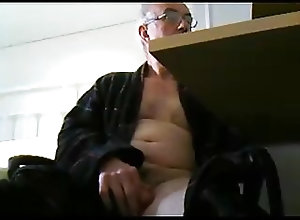Daddy (Gay);Handjob (Gay);Masturbation (Gay) grandpa stroke on...