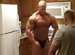Muscle (Gay) Brandon Lyons