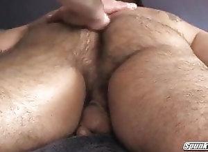 Bear (Gay);Fat (Gay);Handjob (Gay);Interracial (Gay);Massage (Gay) massaggi 01
