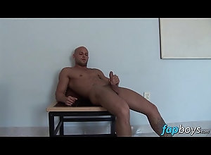 cum,european,shaved,masturbation,jerking,off,gay,other,head,clean,muscular,shaven,location,gay Good looking stud...