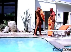 kissing,pool muscly dude cum...